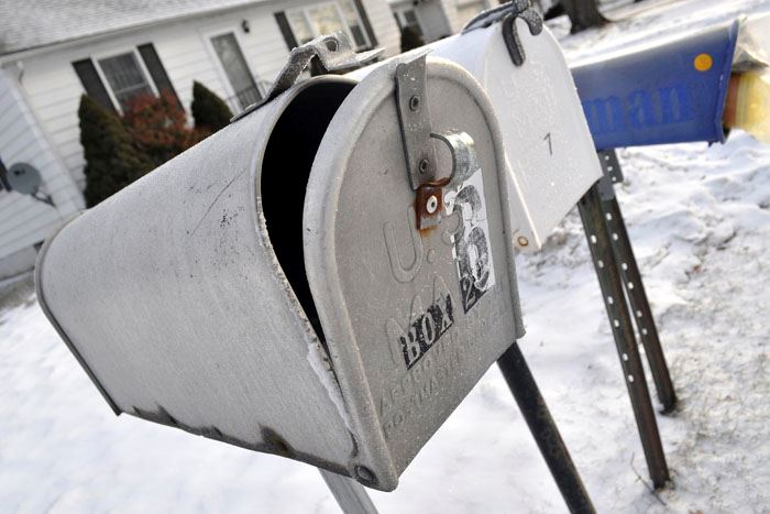 snow-mailboxes-700x467